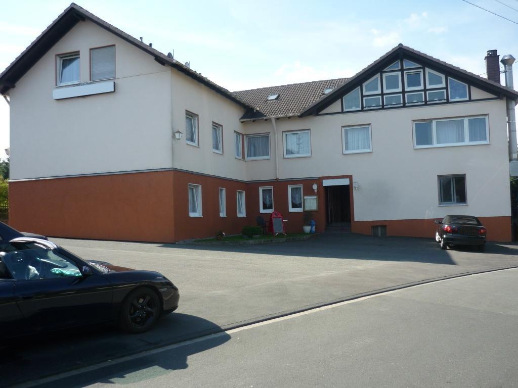 Объект № H 19. Уютная гостиница с рестораном + квартира. Центральная часть Германии. Комплектная цена с землёй и недвижимостью: € 490.000.-